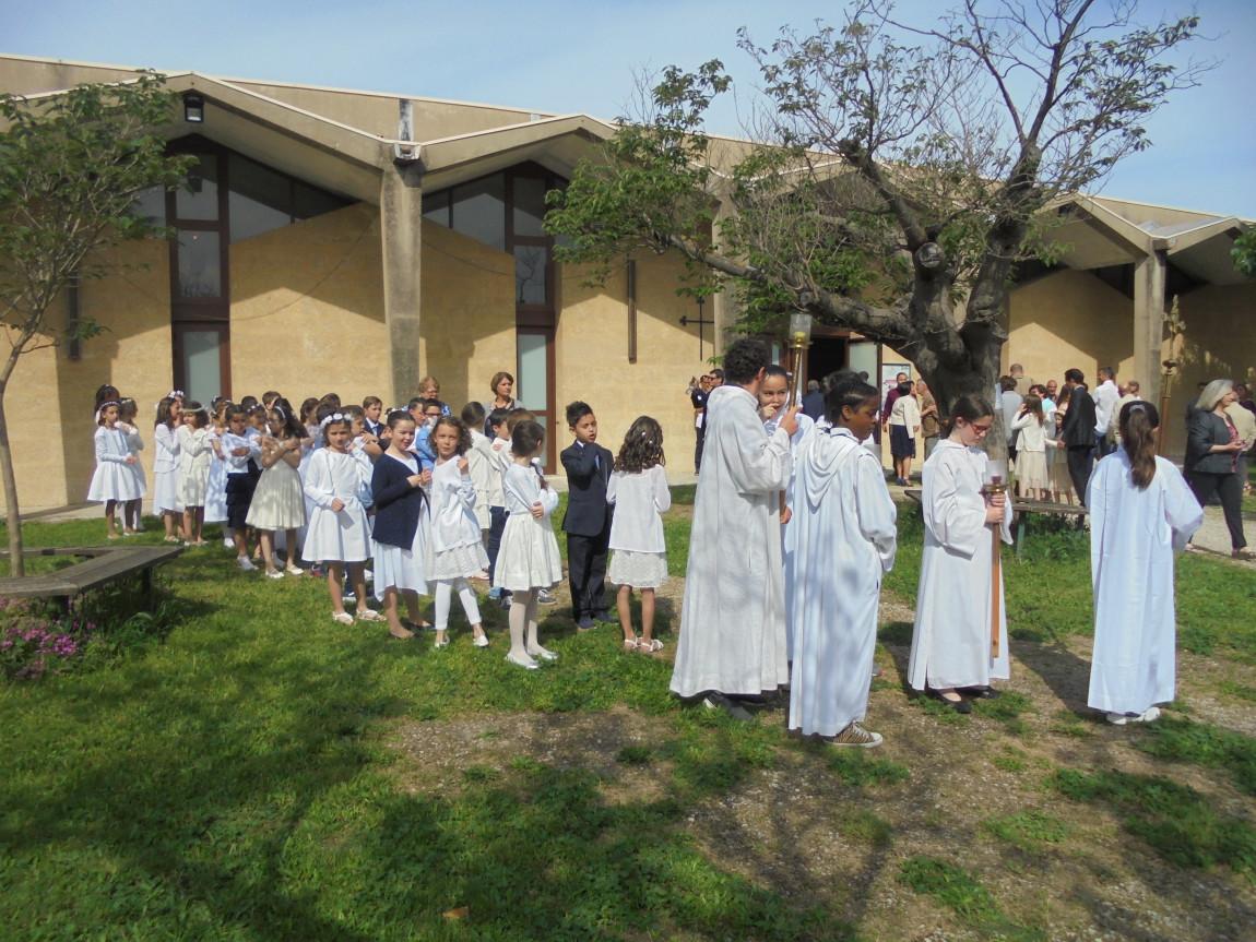 Première communion pour 24 enfants de l'école le dimanche 14 mai 2017