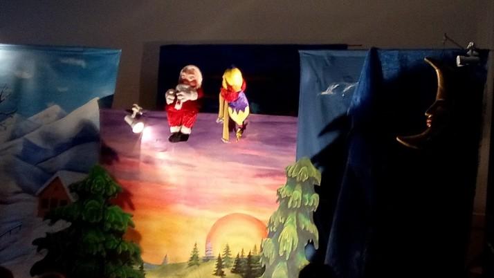 Spectacle de Noel offert aux maternelles par l'APEL